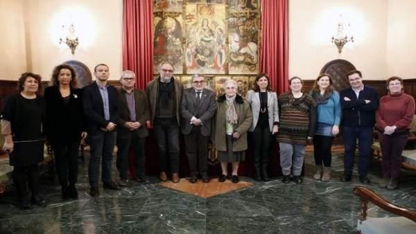 Firma del compromiso de compraventa del antiguo Convento de las Josefinas