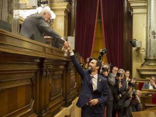 Torrent deja en el aire reunirse con el Rey y contempla hacerlo con Puigdemont en Bélgica