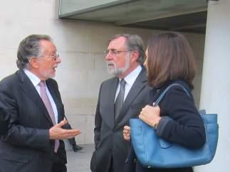 Grau habla con abogados tras salir del juzgado