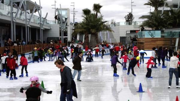 Pista de patinaje en Puerto Venecia, en Zaragoza