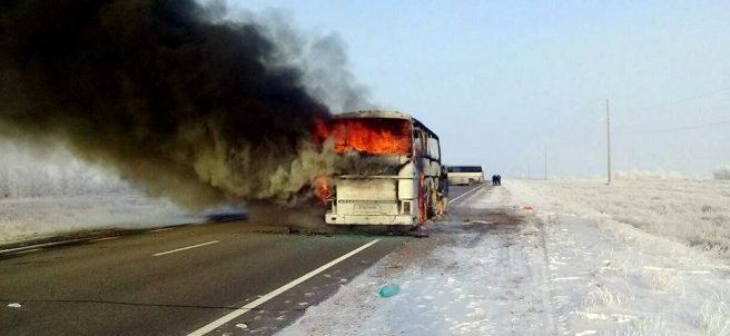 Autobús en llamas en Kazajistán