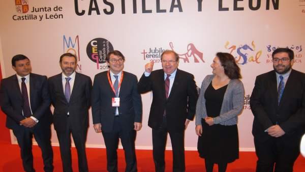 Juan Vicente Herrera, con otros representantes regionales y locales en Fitur