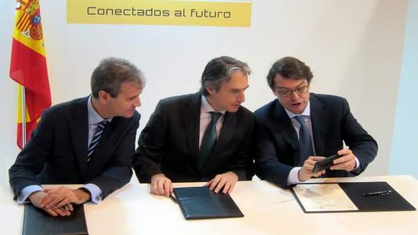 Firma del convenio con De la Serna y Fernández Mañueco