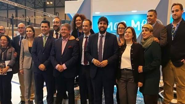 Foto diputados GPP con presidente López Miras en FITUR