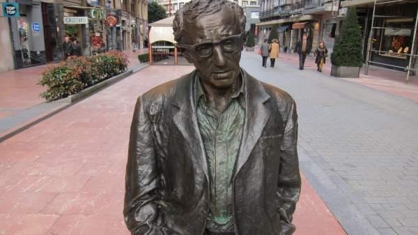 Estatua de Wody Allen en Oviedo