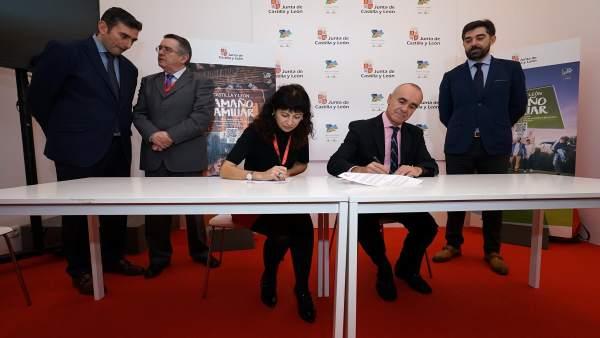 Firma del convenio entre los ayuntamientos de Valladolid y Sevilla