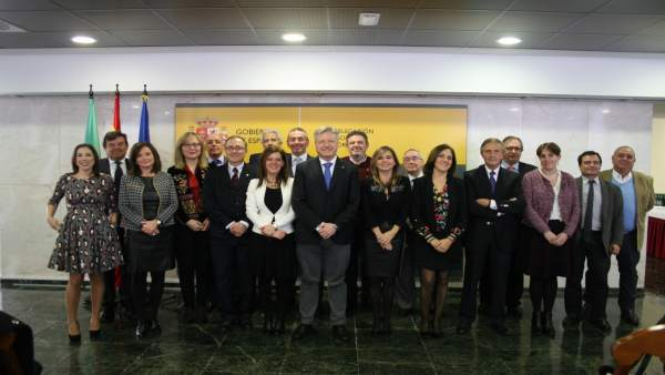 Primo Jurado (centro), junto al resto de autoridades