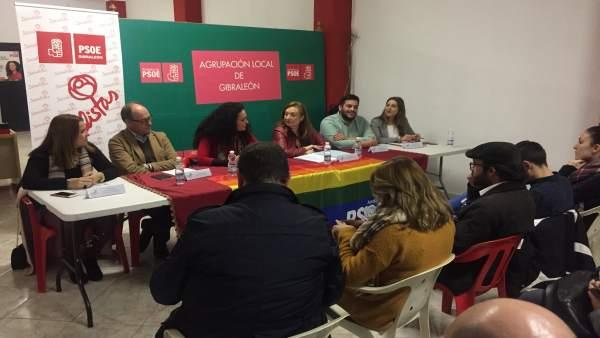 Mesa redonda del PSOE en Gibraleón (Huelva)