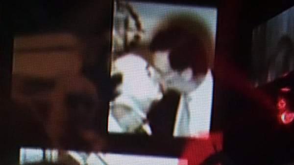 Beso entre Rajoy y Franco