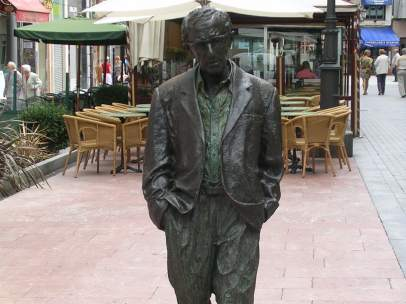Estatua de Woody Allen en Oviedo.