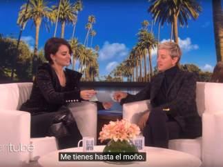 """Penélope Cruz le enseña a Ellen Degeneres a decir """"Me tienes hasta el moño"""""""