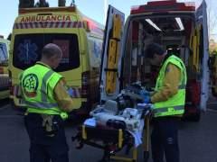 Muere un motorista en un accidente en la calle Alcalá tras golpearse con una valla metálica