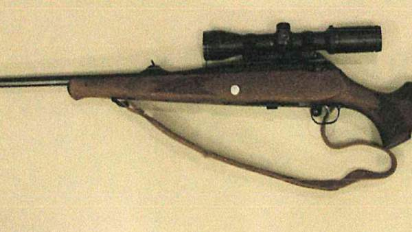 Rifle con el que un vecino de Cabanillas disparó al coche de otro