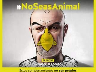 Equo pide a la Junta retirar una campaña contra el acoso con hombres disfrazados de animales