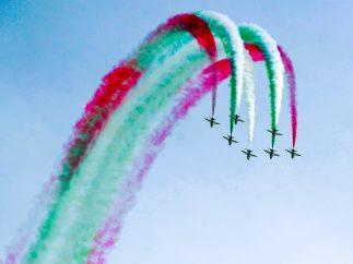 Acrobacias en el cielo de Kuwait