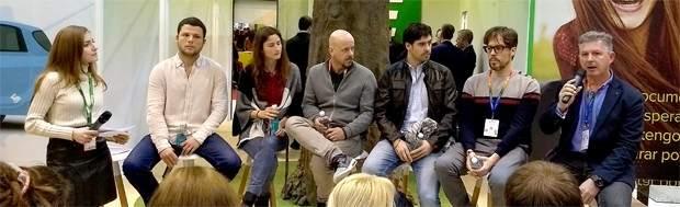De izquierda a derecha, América Valenzuela (periodista), Nacho Dean (Earth Wide Walk),  Lucía y Rubén (Algo para recordar), Iosu López y Alberto Menéndez (Mochileros TV) y Antonio Quinzán (viajes y fotografía).