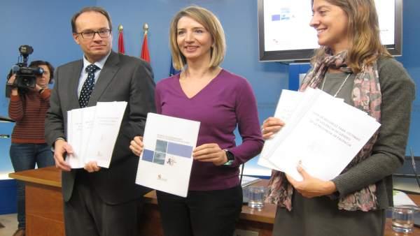 Carlos Raúl de Pablos, Alicia García (c) y Esperanza Vázquez (d)
