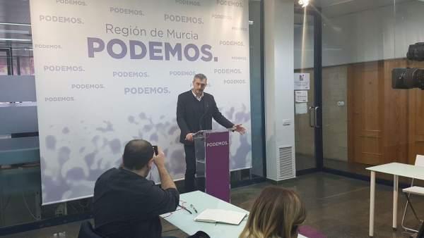 El secretario general de Podemos en la Región de Murcia, Óscar Urralburu