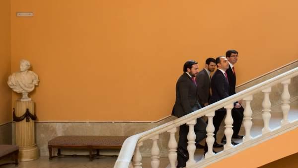 Juan Marín realiza una visita institucional al Ayuntamiento de Sevilla