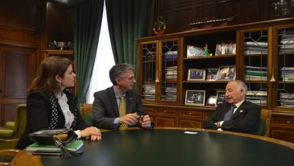 Gabriel Amat, reunido con la directiva del Colegio de Fisioterapeutas.