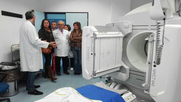 Parlamentarios del PP visitan el Hospital Torrecárdenas