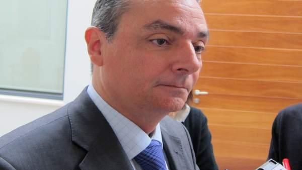 Salvador Navarro, Atiende A Los Medios