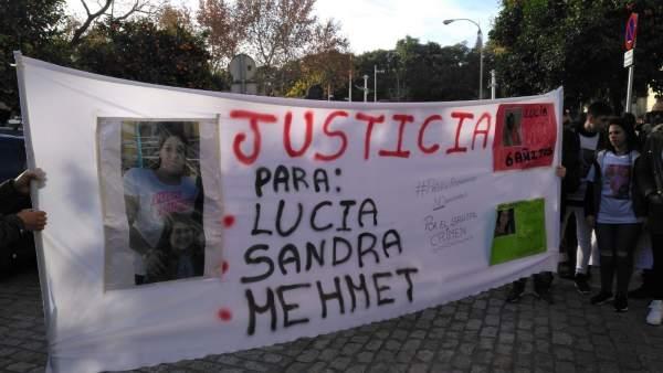 Protesta contra los detenidos por el triple crimen de Dos Hermanas