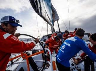 Un tripulante de un pesquero muere tras chocar con uno de los barcos de la Volvo Ocean Race