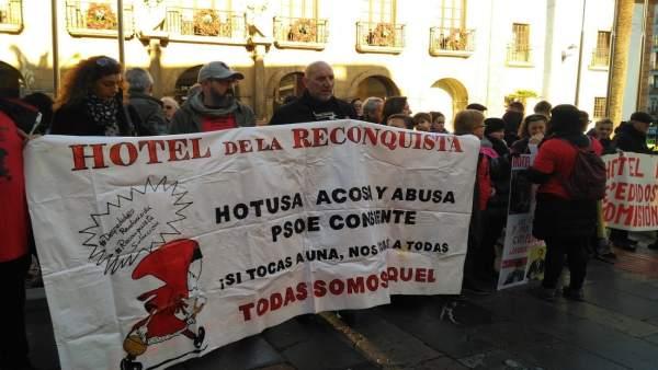 Concentración despedidos Hotel Reconquista.