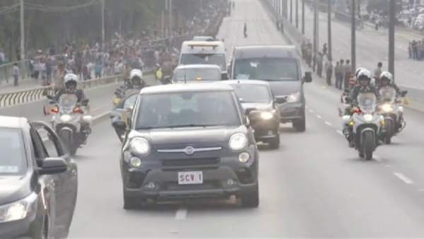 El 'papamóvil' sufre un pinchazo en plena autopista