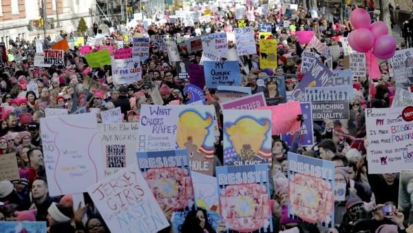 Miles de personas se manifiestan en Nueva York en las Marchas de las Mujeres