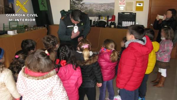 Exposición de medios de la Guardia Civil en Baena