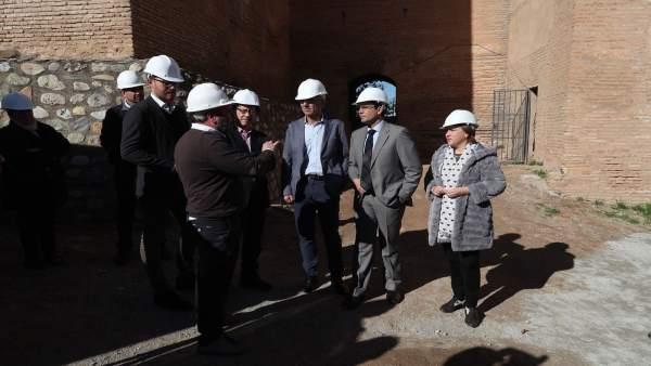 Visita a la primera fase de restauración de Torres Bermejas