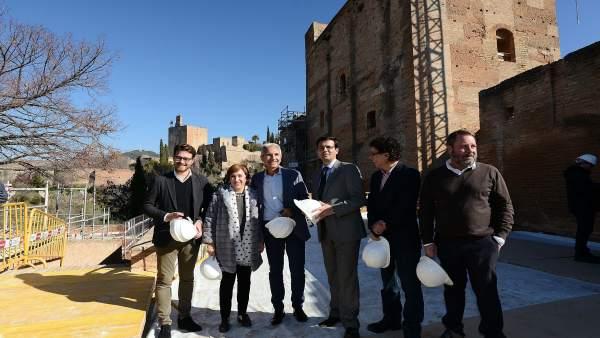 El alcalde de Granada, este lunes, en una visita de la Junta a la Alhambra