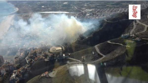 Incendio forestal cerca del castillo de Cullera