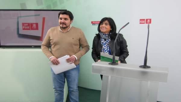 Manuel Lozano en la rueda de prensa con Francisca Molina
