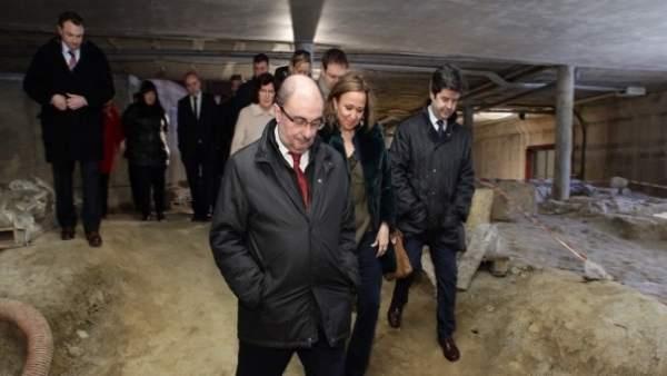 Javier Lambán en su visita a la Iglesia de San Pedro el Viejo de Huesca