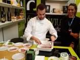 Iván Hernández prepara productos de 'Ávila auténtica'