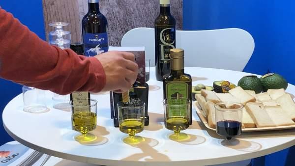 Cata aceite de oliva con pan de molde aguacate AOVE Madrid Fusión