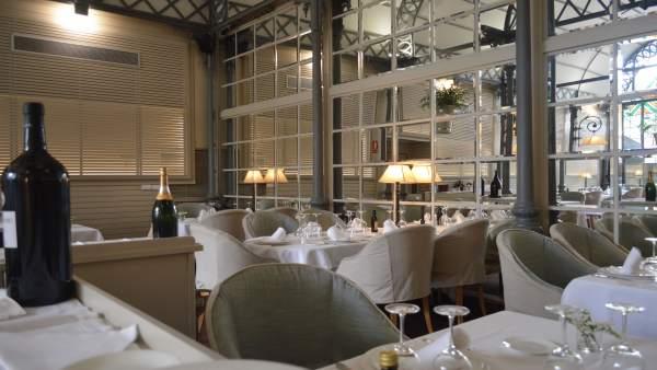 Restaurante Oriza comparte pared con el Real Alcázar de Sevilla.