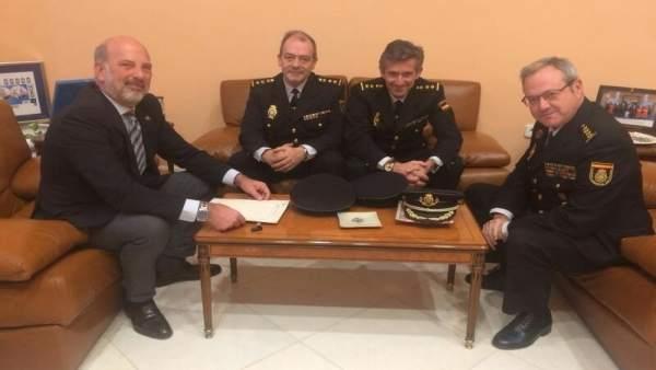 Gil-Toresano se reúne con nuevos comisarios de la Policía Nacional en Sevilla