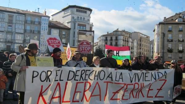 Manifestación de la plataforma Kaleratzeak Stop Desahucios
