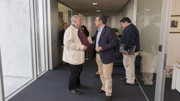 Martín con el alcalde de Santillana