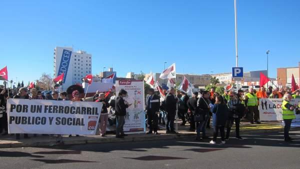 PROTESTA FRENTE A LA ESTACIÓN DE RENFE