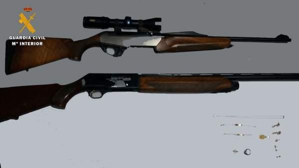 Armas y joyas recuperadas por la Guardia Civil