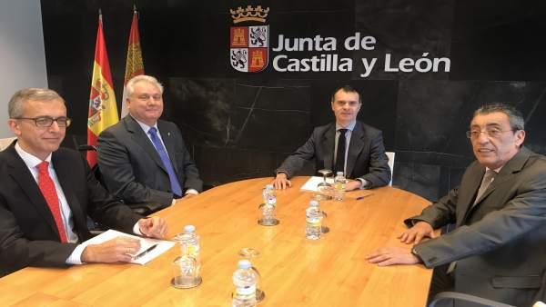 Reunión en Salamanca con la AVT.