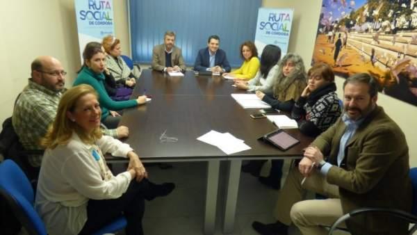 Los dirigentes del PP con la Plataforma 'Niñ@s del Sur'