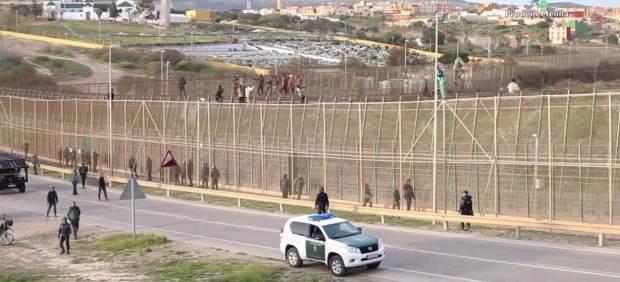 El Gobierno vuelve a usar el polémico acuerdo con Marruecos para devolver a 55 inmigrantes que ...