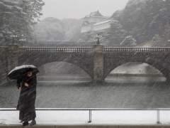 Casi 200 heridos y unos 50 vuelos cancelados en Japón por la nieve