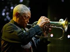 Muere Hugh Masekela, considerado el padre del jazz sudafricano